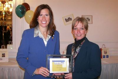 Congresswoman Hart receives the Alle-Kiski Area HOPE Center's annual Pride of HOPE award from Michele Bond on October 6, 2006 for her work to combat domestic violence.