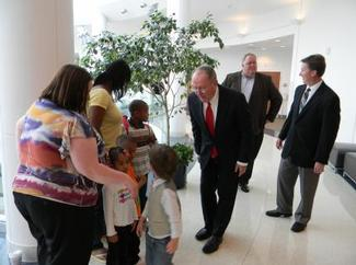 Sen. Alexander visits with patients at the Juvenile Diabetes Research Foundation in Memphis.